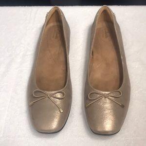 New! Clark's Artisan size 12M Women's flat loafer